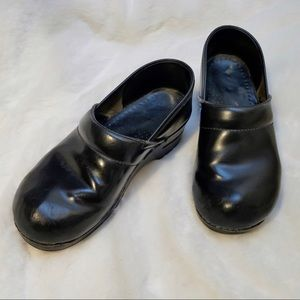 Dansko Shoes - Dansko Black Leather Clog size 40